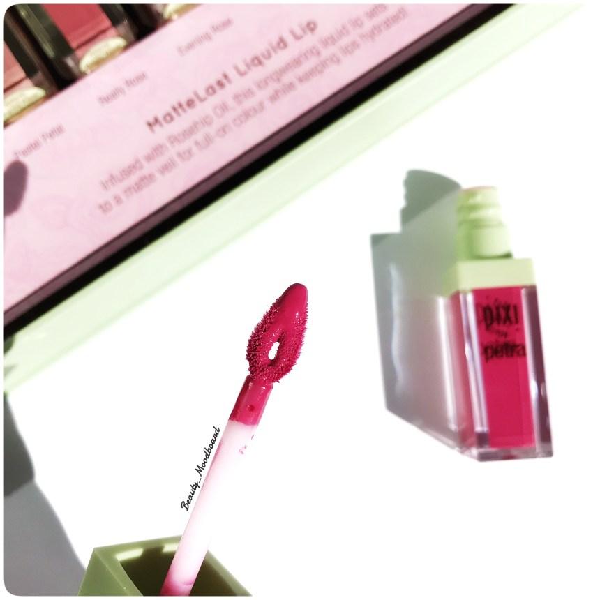 Pinceau embout fleur application rouge à lèvres liquide