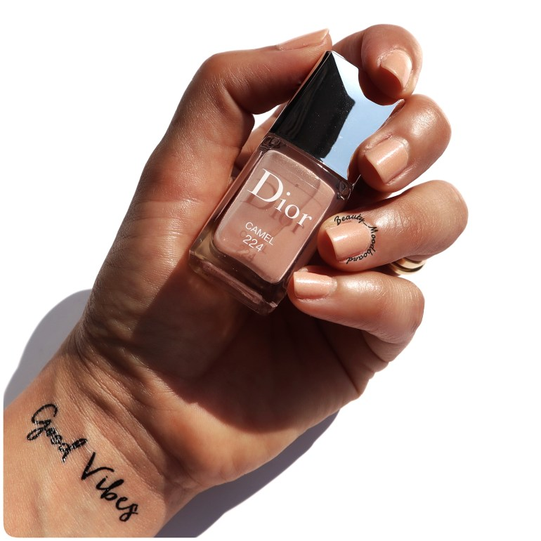Swatch vernis Dior Camel 224 couleur nude beige rosé