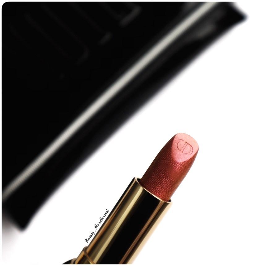 Zoom sur le rouge à lèvres Dior Diorific Happy 2020 Charm 068
