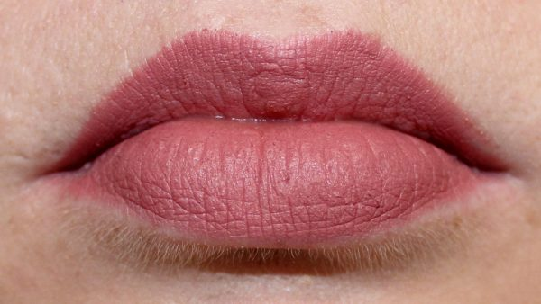 Rimmel Eastend Snob swatched lips