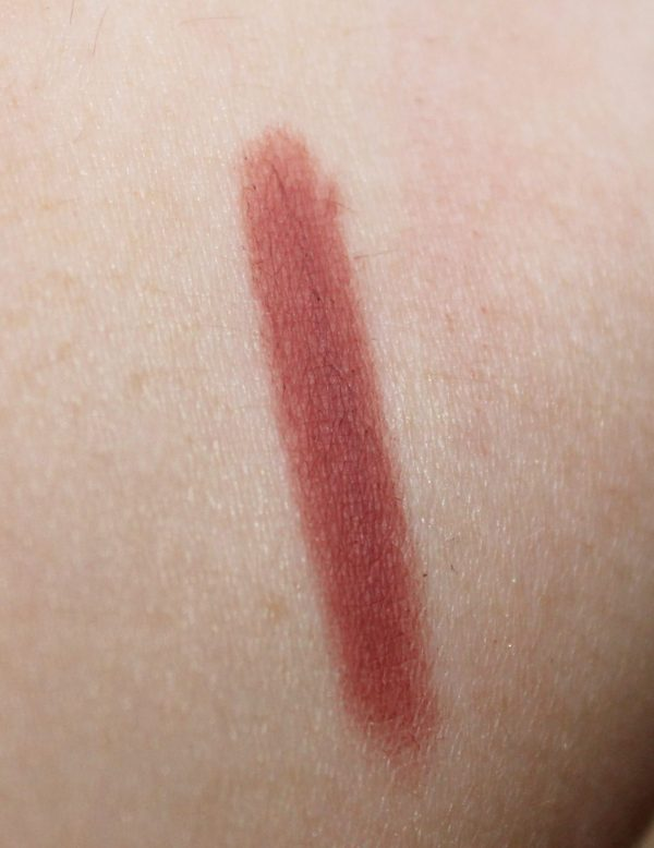 Pillow Talk Lip liner Swatch