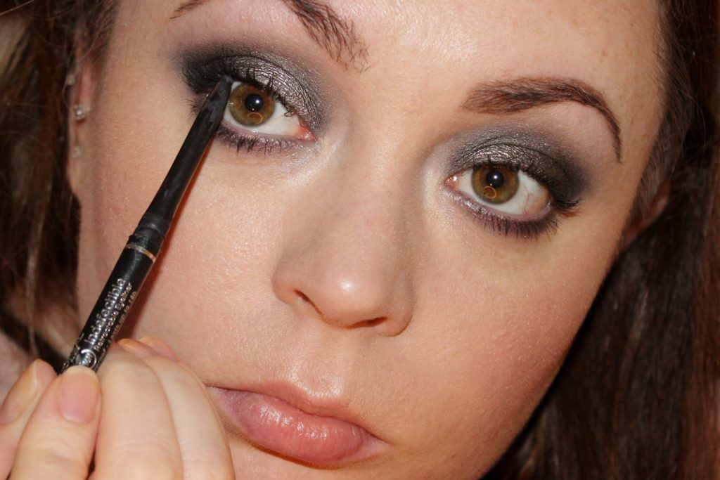 Urban Decay Naked Smoky Palette Tutorial (30)