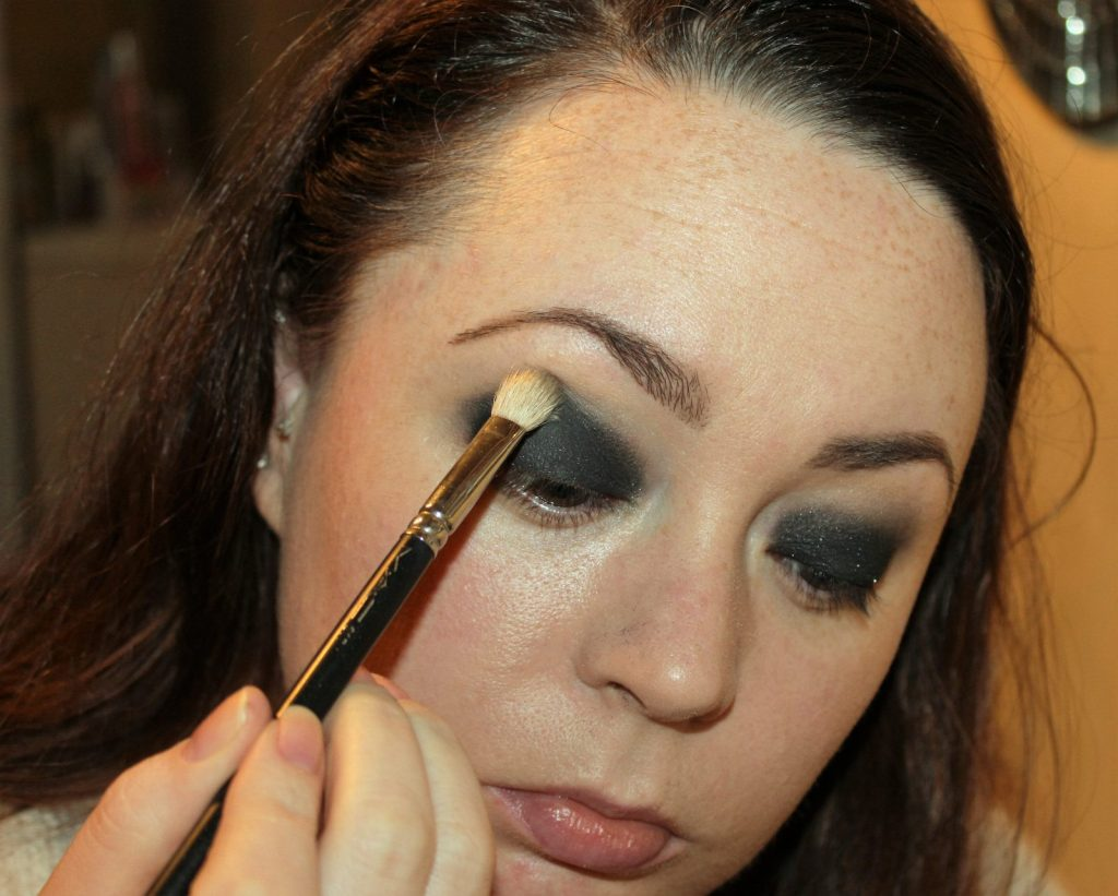 Smoky Eye Makeup Tutorial (9)