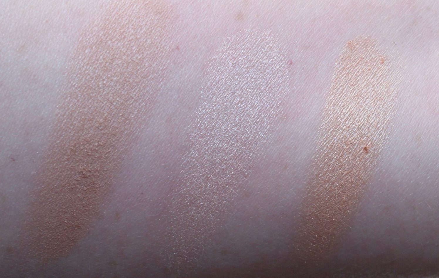 essence highlight swatch