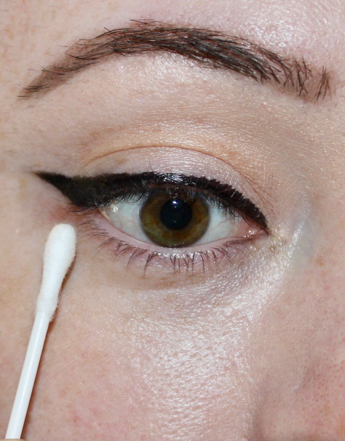 easy winged eye liner