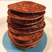 Pannenkoekjes met 50 gr. havermout en 50 gr. bosbessen