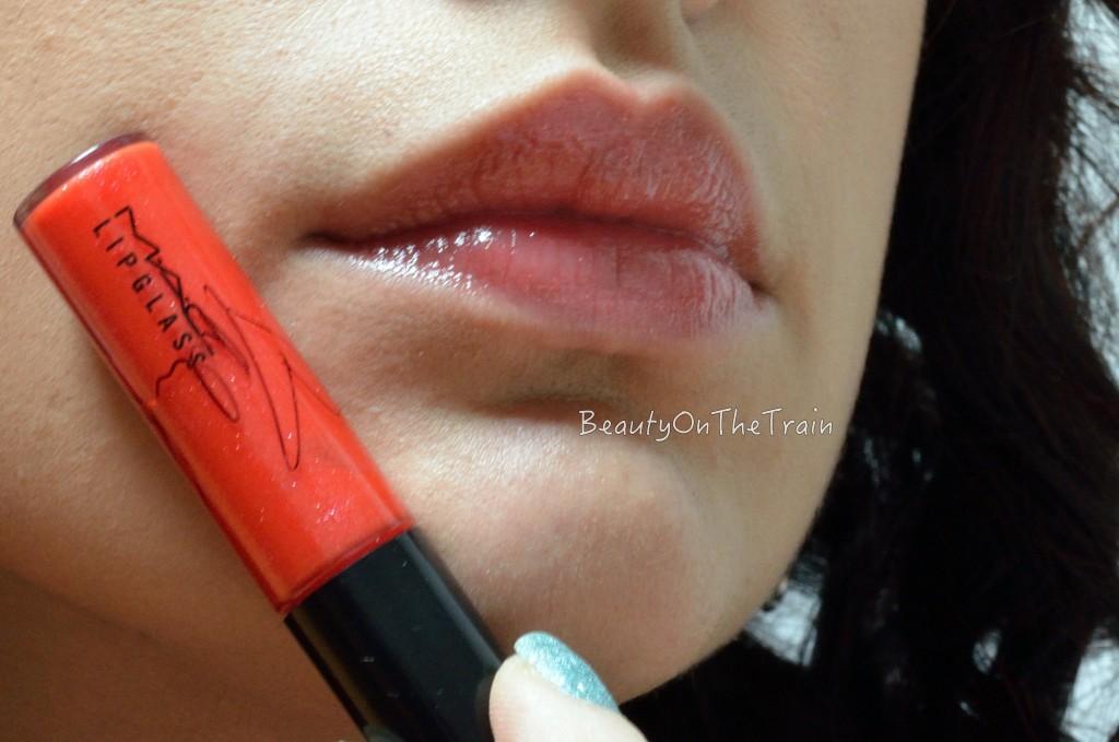swatch_lipglass_viva_glam_miley_cyrus_2_labbra