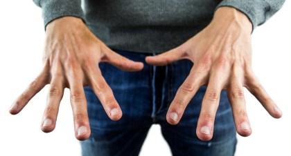 Do czego może prowadzić obgryzanie paznokci?
