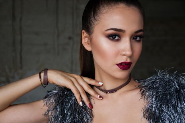 Jak wykonać idealny makijaż opalonej cery?