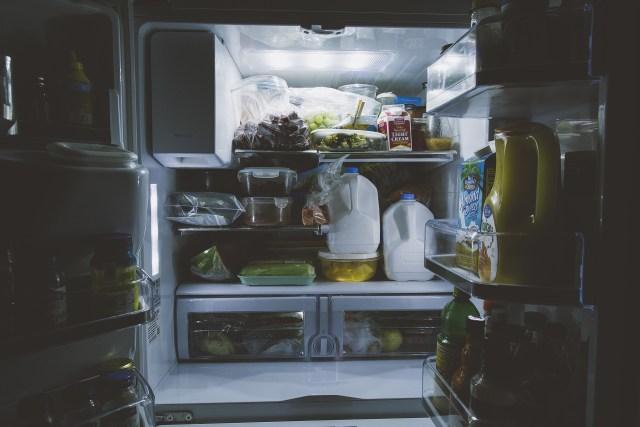 Jak prawidłowo uporządkować rzeczy w lodówce i zamrażalce?
