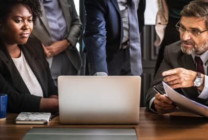 Czy warto pracować w korporacji?