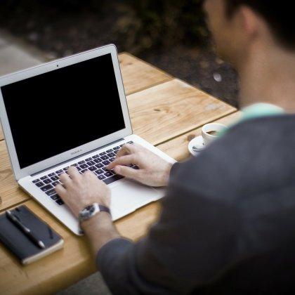 Jak zdrowo spędzać czas przy komputerze?