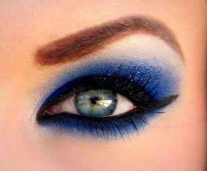 Impressive-Blue-Eye-Shadow