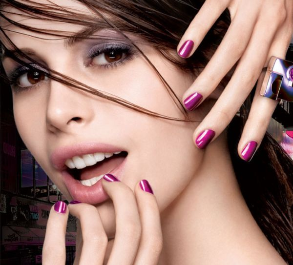express-finish-50-second-nail-color_model-shot_104322