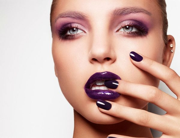 purple-glossy-lips-nails