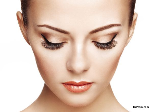 Beautiful woman face. Perfect makeup. Beauty fashion
