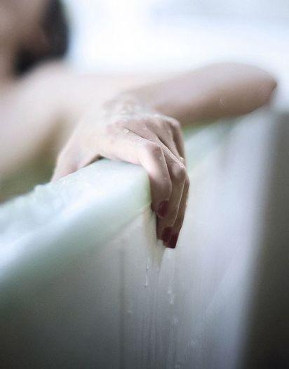 Eleonora-Pratelli-beauty-routine-bagno