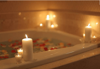 Beauty-Routine-Alessandra-Pellegrino-bath-candles