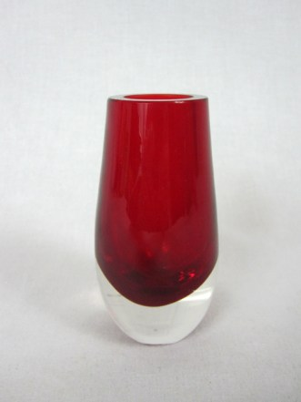 Diane-Pernet-To-be-Honest-profumo-vaso-rosso