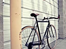 beauty-routine-Lorenzo-Brunetti-bicicletta