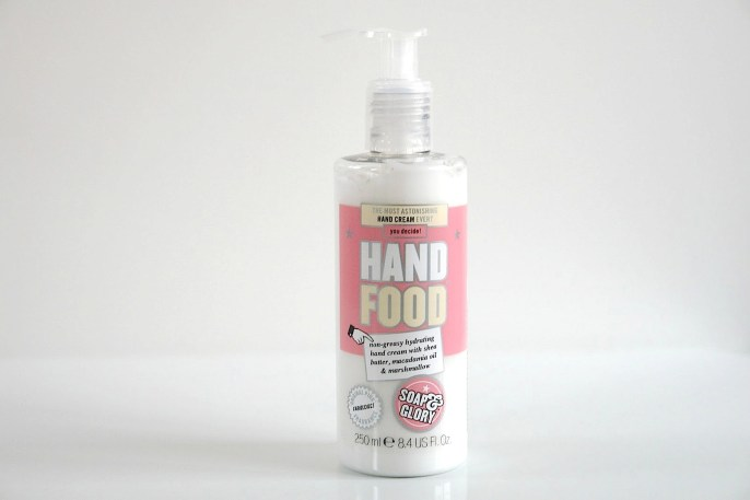 Beauty-routine-Maria-Consilio-Ruotolo-hand-food
