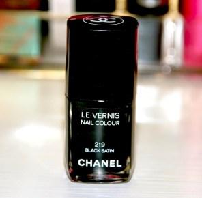 beauty-routine-claudia-strola-smalto-chanel