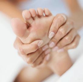 Beauty-routine-Luana-Dimonte-massaggio-piedi