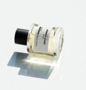 frau-tonis-parfum-25-bouquin