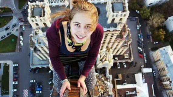 Nyaris Kehilangan Nyawa Akibat Nekat Selfie Di Rel Kereta