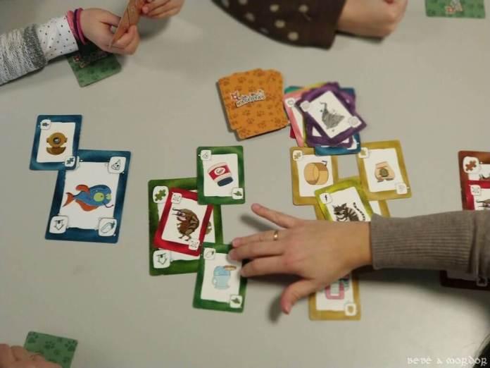 colocar cartas por turnos juego de mesa MAscotas