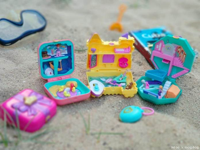 Polly Pocket pies sticky con pegatinas en la playa