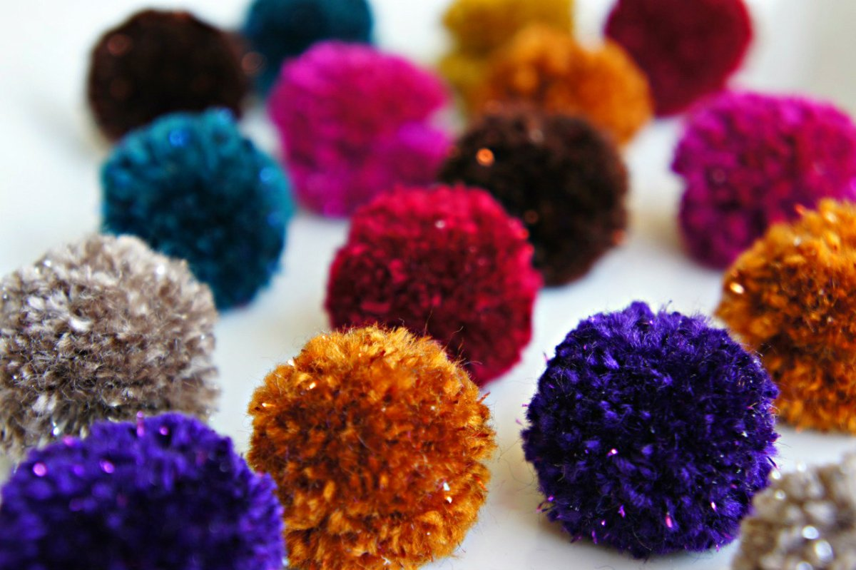 DIY Pom Pom Necklaces for Tots and Kids