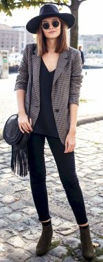 Casual Chic Women Outfits For Winter To Look Good 08