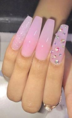 Pretty Acrylic Nails Ideas To Perfect Your Styles 04 2