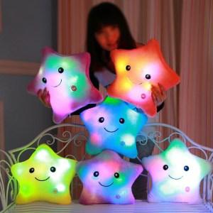 Almofada de Pelúcia Estrela LED