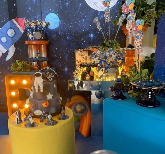 Simaria threw an astronaut-themed party for her son