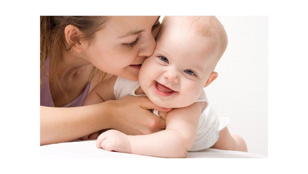 ¿Qué ve el bebé? ¿Distingue los colores? ¿Diferencian las caras?