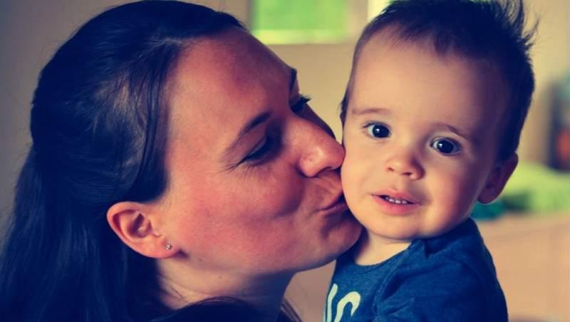 Los besos de mamá o papá son más eficaces que la homeopatía en el tratamiento del dolor en los niños