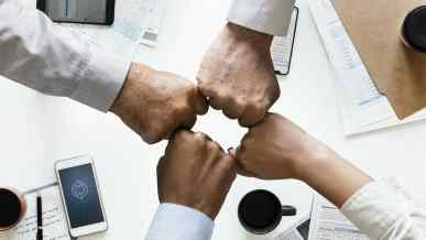 Maneiras Eficazes de Formar Parcerias com Influenciadores em Seu Nicho