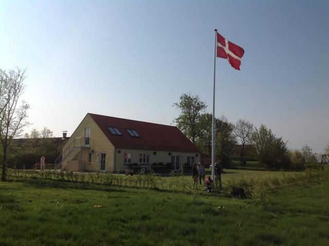 husfrahaven_med_flaget