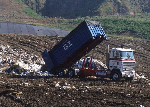 landfill dumping, Photo byprvideotv on Pixabay