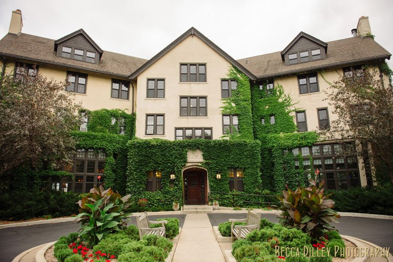 exterior of st paul university club before wedding