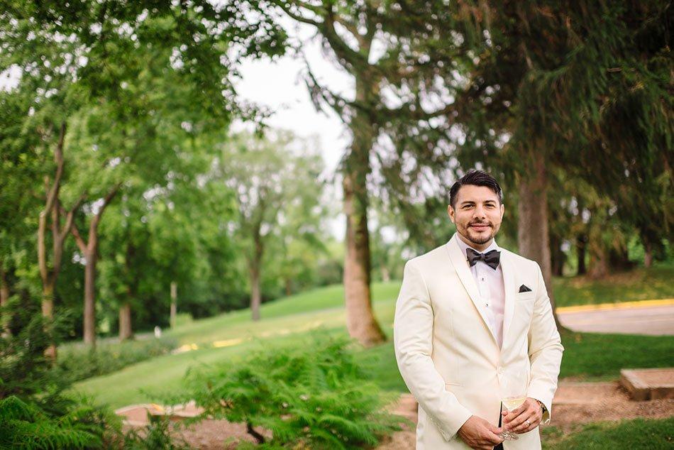 groom wayzata country club wedding mn