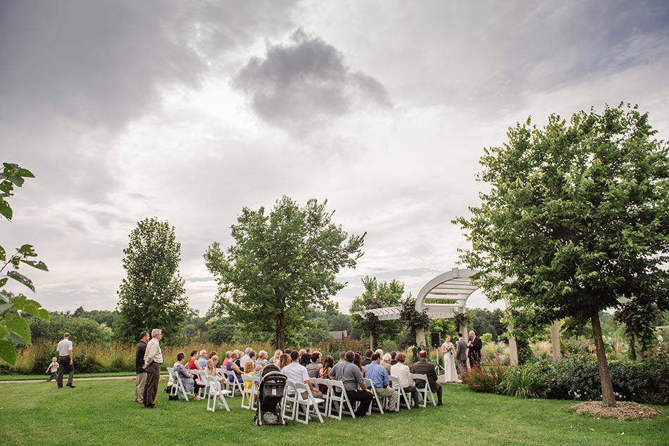 minnehaha garden wedding ceremony minneapolis photographer