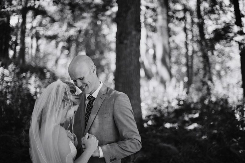 bride and groom Outdoor Minneapolis Wedding