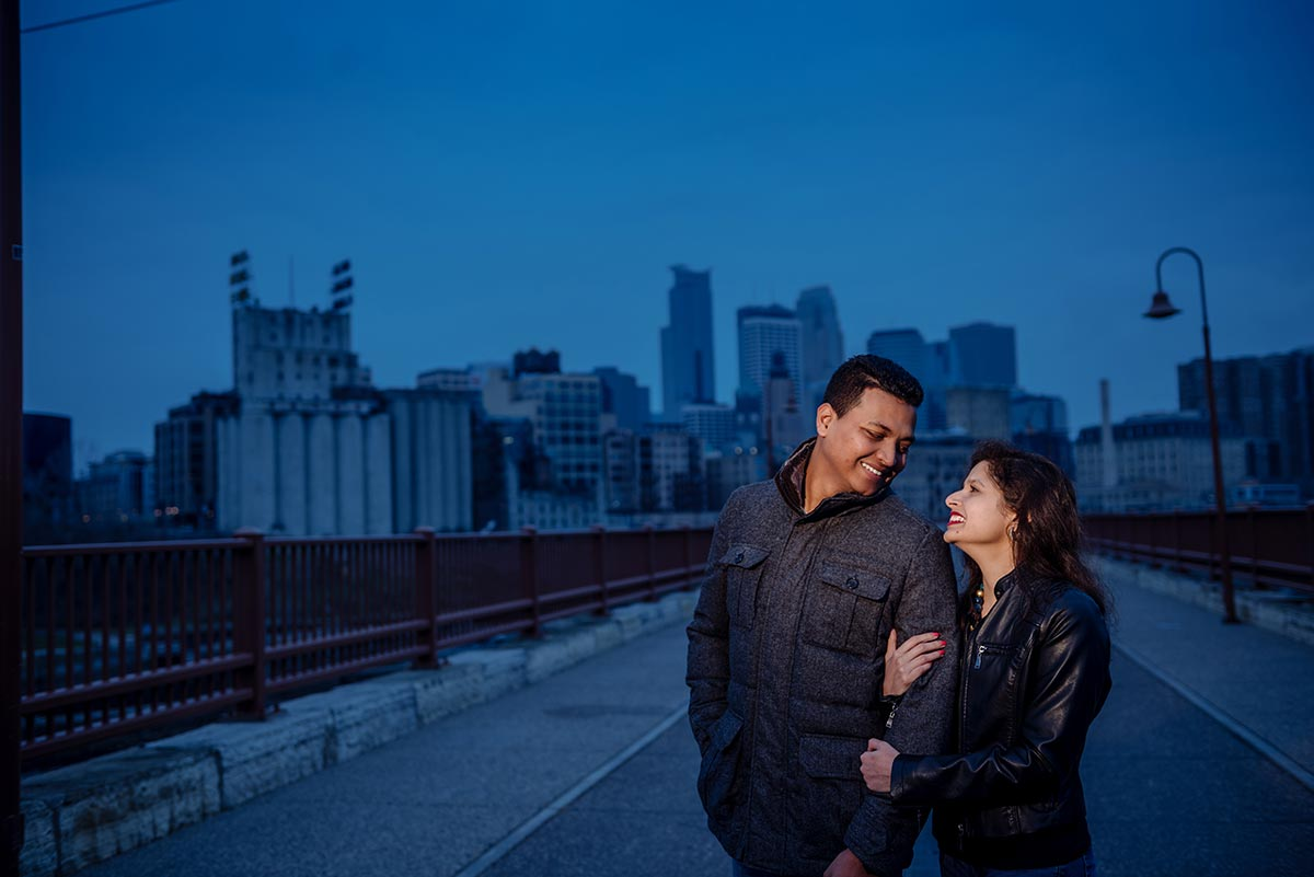 best minneapolis wedding photographer stone arch bridge blue engagement