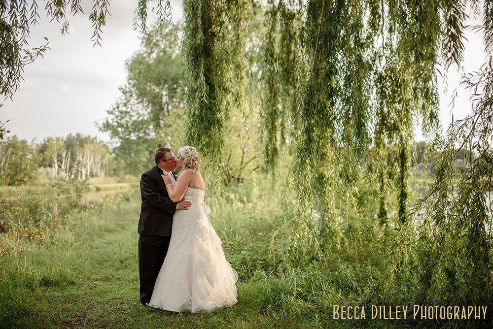 weeping willows at Majestic Oaks Golf Club Wedding MN