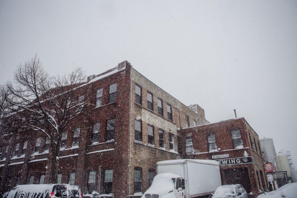 snowy day wedding in minneapolis exterior of indeed brewing building