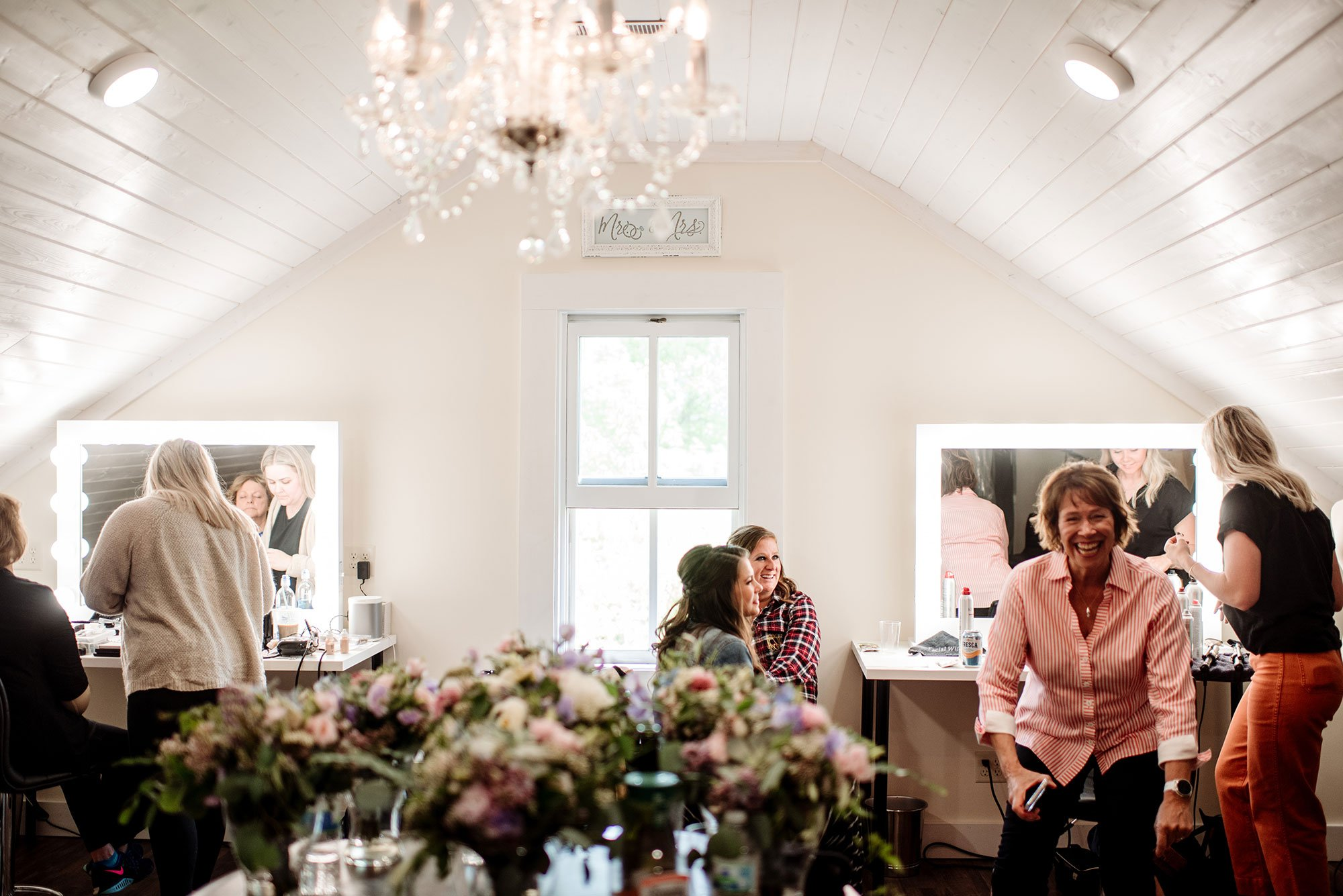 bridal party getting ready for wedding at round barn