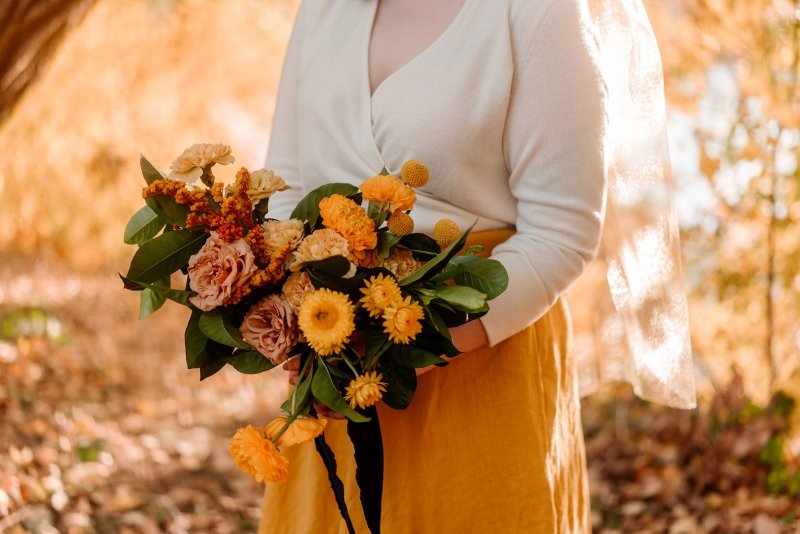 minneapolis park elopement with bright yellow flowers